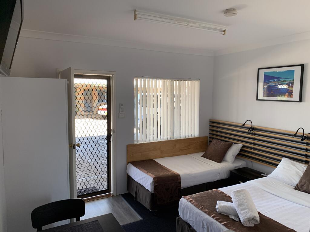Baths Motel Moree - Inverell Accommodation