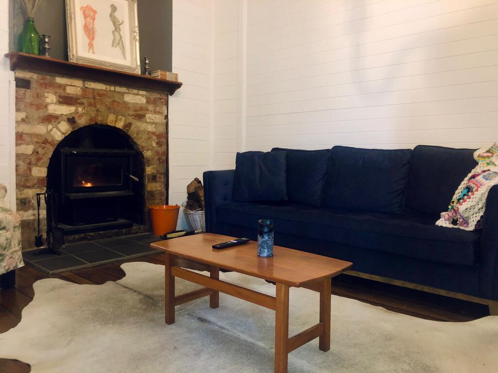 Blue Duck Cottage, Village Comfort, Fireplace - Inverell Accommodation